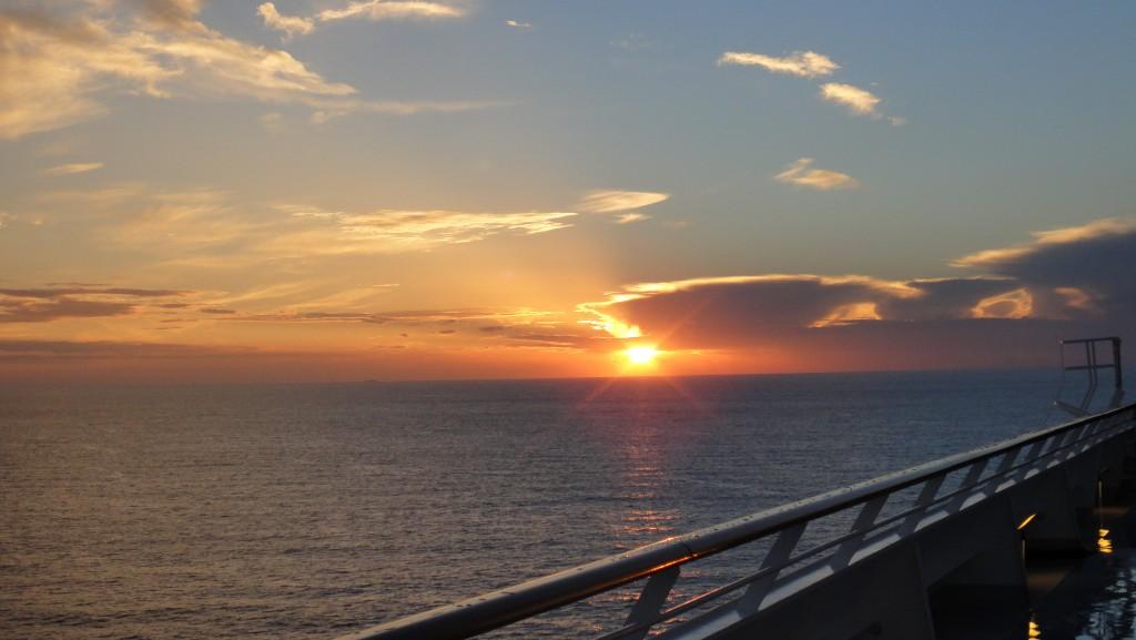 從海上看到的夕陽