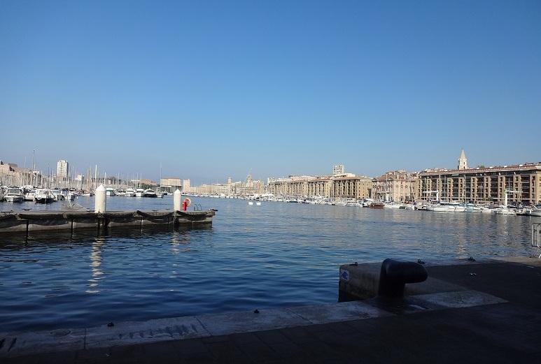 舊港停了相當多的漁船和遊艇