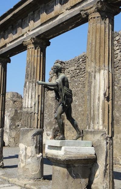 見證歷史的阿波羅神像,是否也惋惜於無法拯救祈求於他的眾多生命