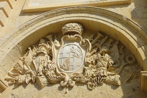 代表着骑士团的雕饰