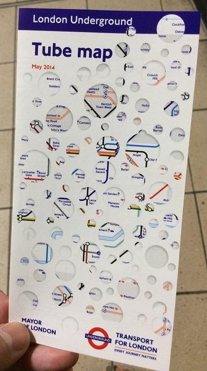 地鐵站售票處附近幾乎都可以找到這種方便攜帶的小地鐵圖