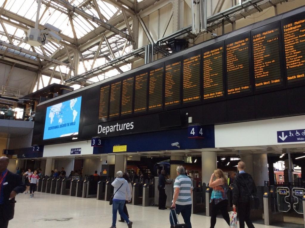 倫敦的火車站都有很大的時刻表可以看