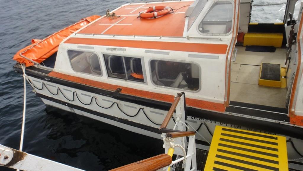 轉乘小船的走道比較窄小,也要注意風浪,請大家多小心~