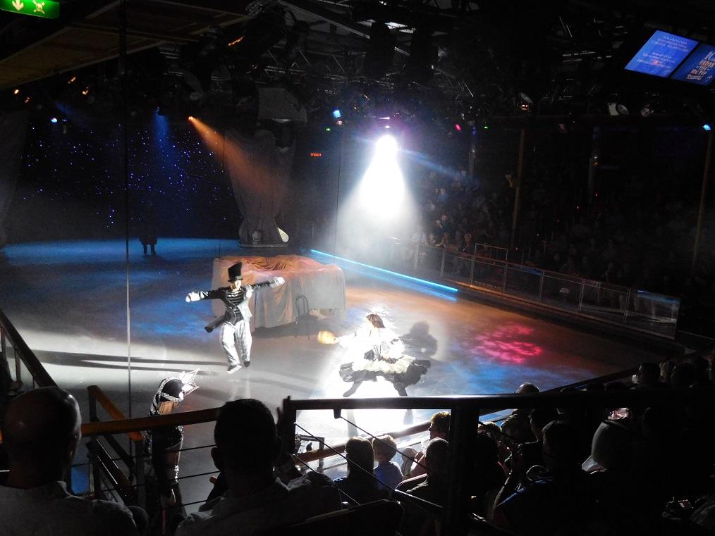 郵輪上的專業滑冰表演