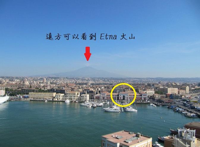 由卡塔尼亞港口步行就可以到市區 (黃色圈圈處就是由郵輪碼頭進市區的通道)