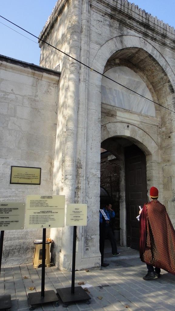 從蘇菲亞教堂到皇宮之間有以前統治者 (又叫蘇丹) 的墓可以免費參觀