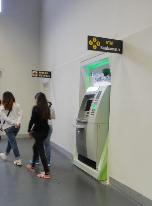 伊斯坦堡的自動提款機很多,出國前先設定好,到國外取款很方便