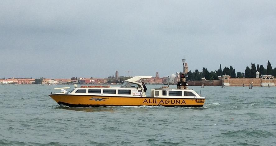Alilaguna 船身印有明顯的名稱
