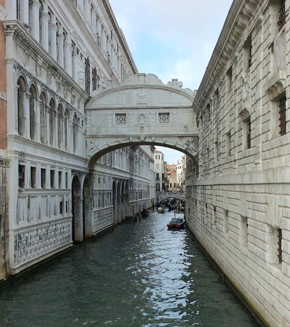 流傳各種傳說、美麗的嘆息橋