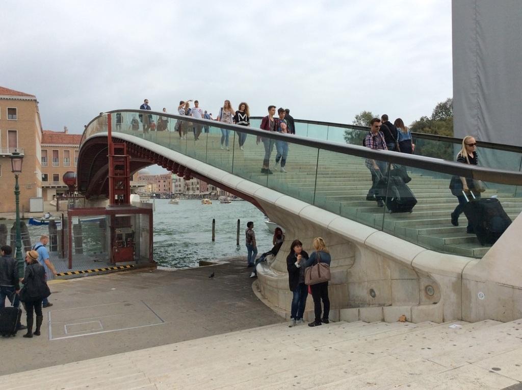 羅馬廣場旁邊很顯眼的一條橋,橋下就是搭公船的地方