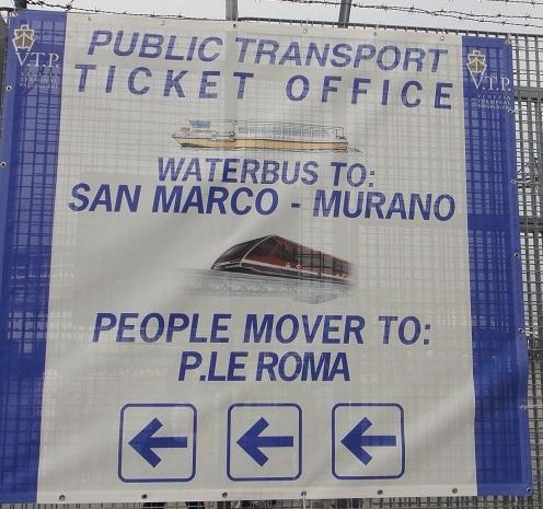 下郵輪之後,要轉搭 water bus 一路都有標示