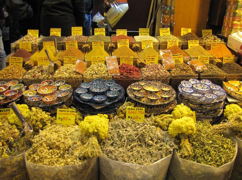 香料市場 (spice bazzar) 就在新清真寺旁邊,也在 T1 線上