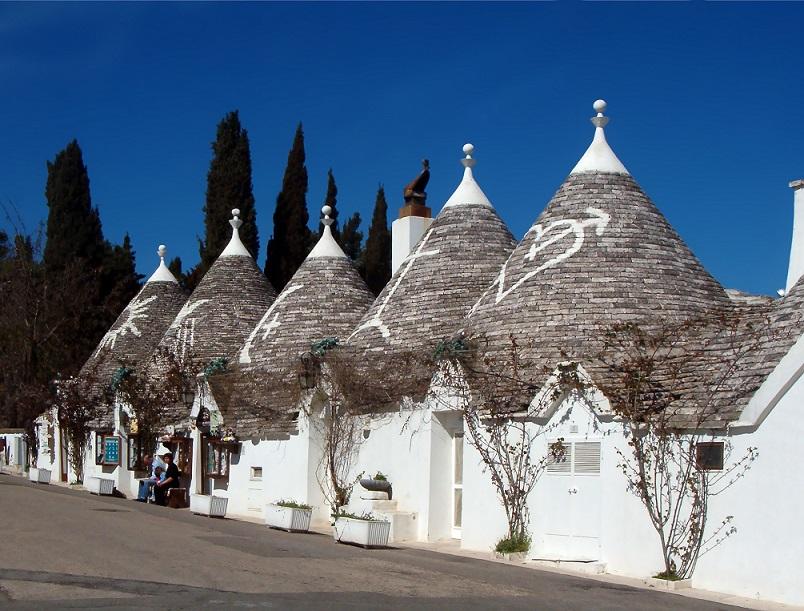以獨特的房子造型 (tulli) 而被列為世界文化遺產的 Alberobello