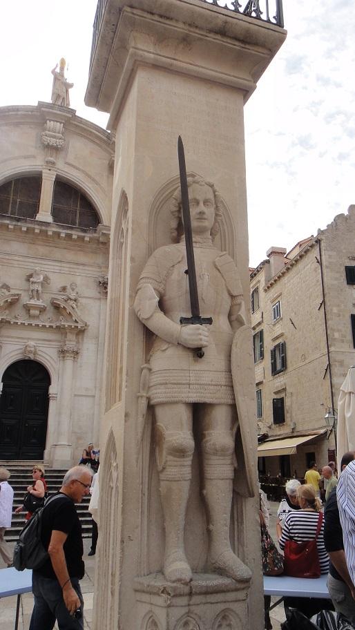 Orlando column 奥兰多纪念柱,纪念以前保卫杜伯尼克的骑士 Orlando