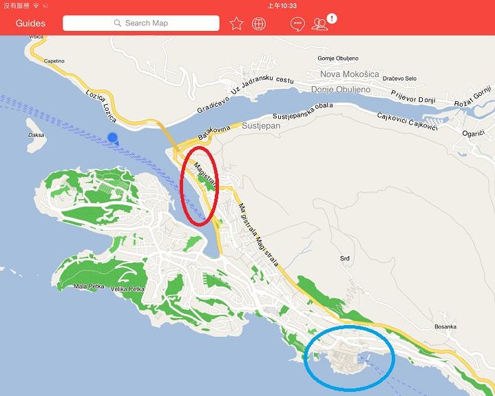 邮轮要准备进港了 (Dubrovnik 的新港),红色圈圈是新港的位置,蓝色圈圈是旧城区