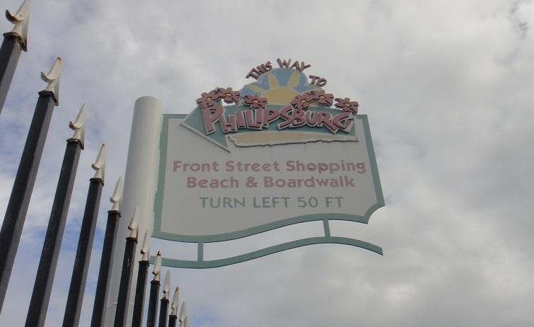 不用擔心找不到 Philipsburg 市區,一路上有標誌提醒