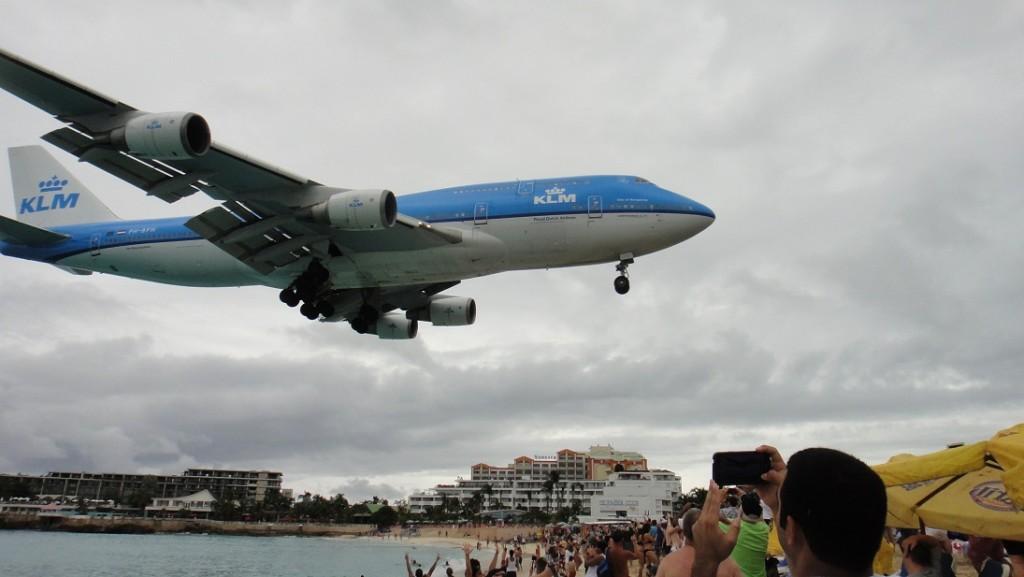 這還不算最大的飛機喔~ 很壯觀吧