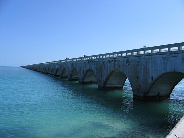 到 Key West 開車要經過很壯觀的海上公路