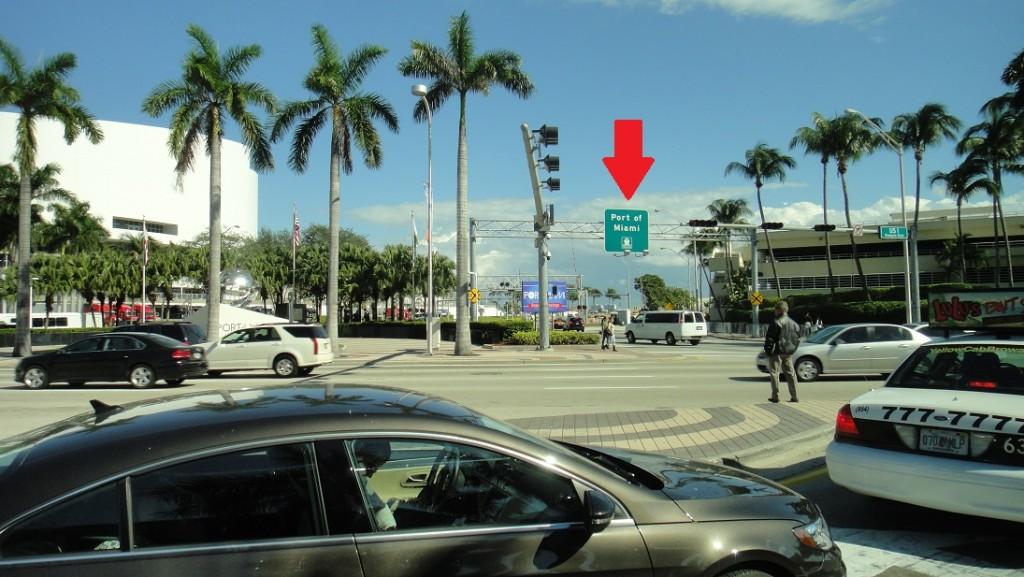 從邁阿密本島到碼頭,要經過一條橋