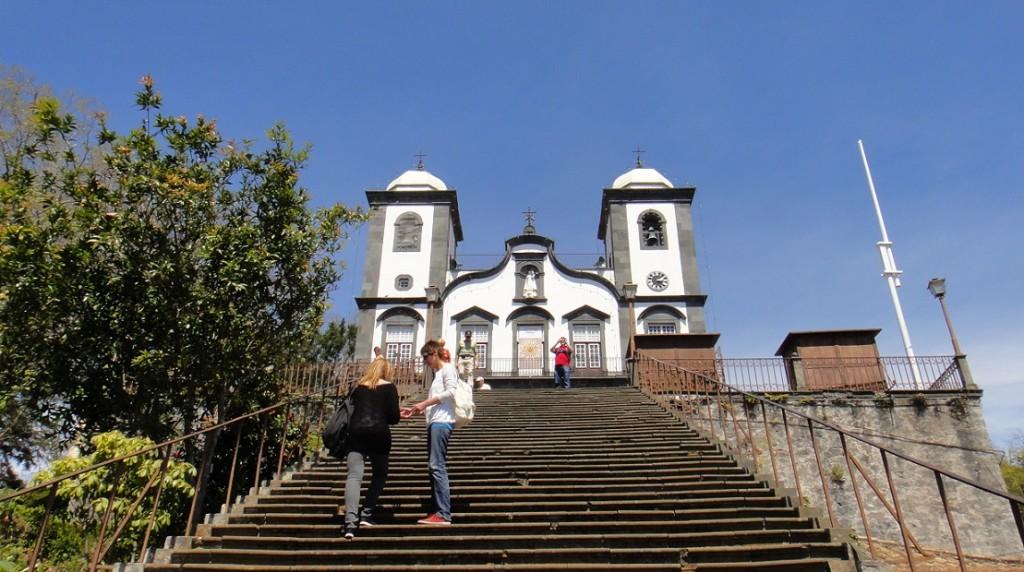 Monte 上的教堂 (洋人都喜歡把教堂建在當地視野最佳的地方耶~)