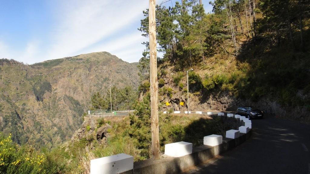 山路相當小條,而且不時還有蠻陡的坡和峭壁