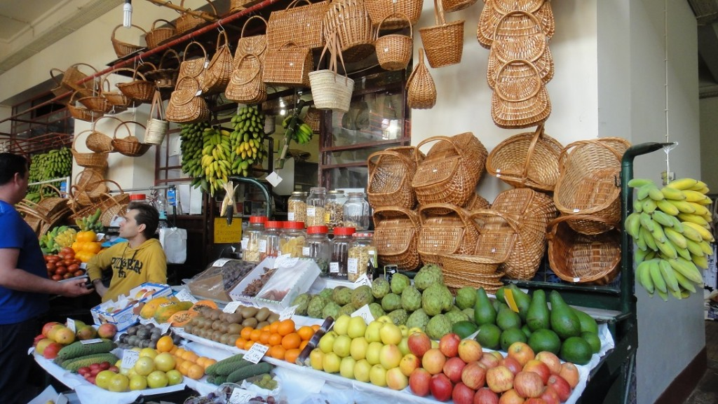 逛逛各地的水果攤一直是小奈很喜歡的經驗