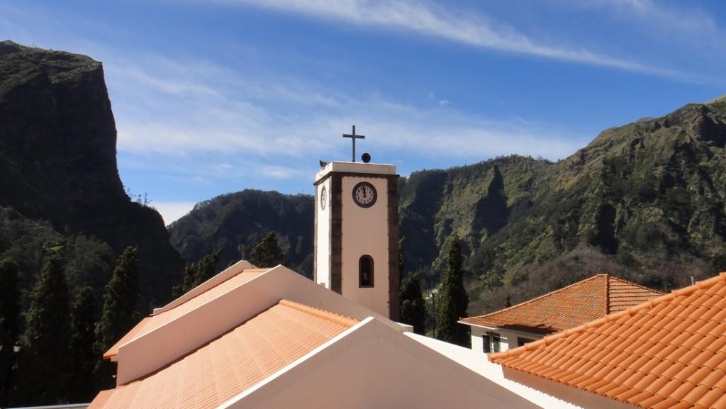 山谷中的教堂