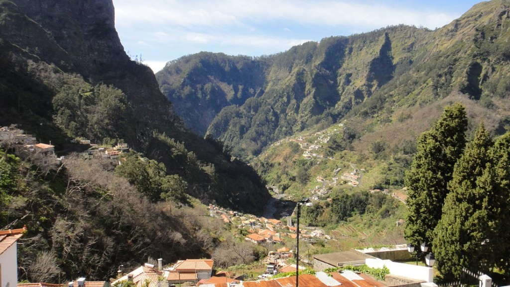 nuns valley 目前的居民人口約 2千人