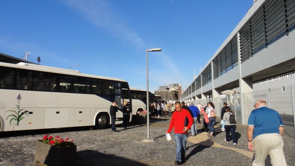 長碼頭走起來也挺花時間的 (Norwegian 有提供一天 8 美金不限搭乘次數的的接駁車到市區)