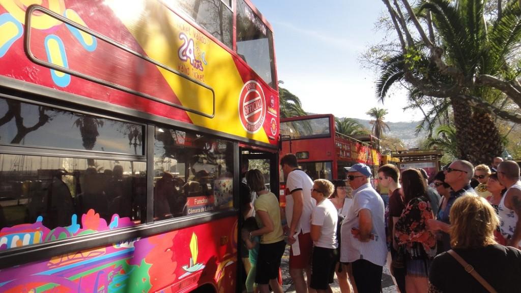 搭觀光巴士的好處,除了省腳力之外,還可以去 Funchal 周邊比較遠的景點