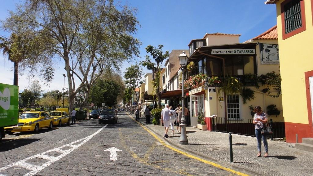 舊城區有迷人的矮房子和巷道