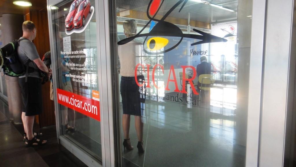 雖然在 RentalCars.com 上租的是另一家公司的車,不過在碼頭取車都是透過這個 Cicar 的營業點