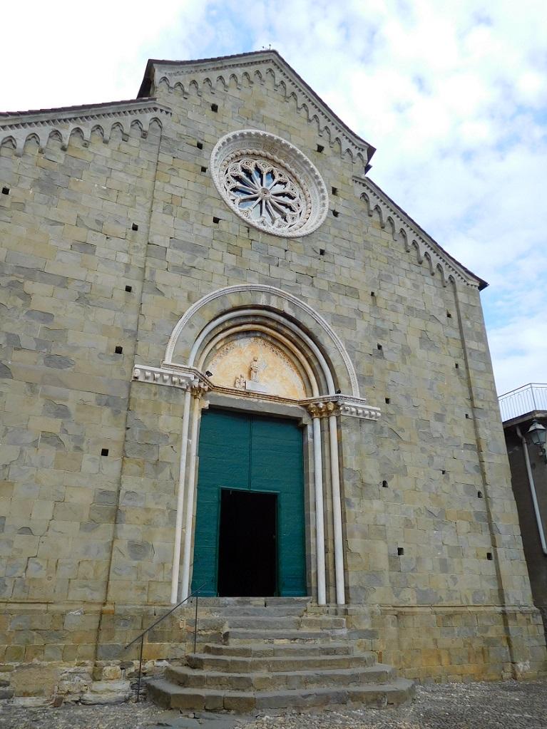 五漁村的各村都有教堂,雖然不像大城市的一樣富麗堂皇,但是卻有簡樸堆疊的美感,建議大家都進去看一看喔~
