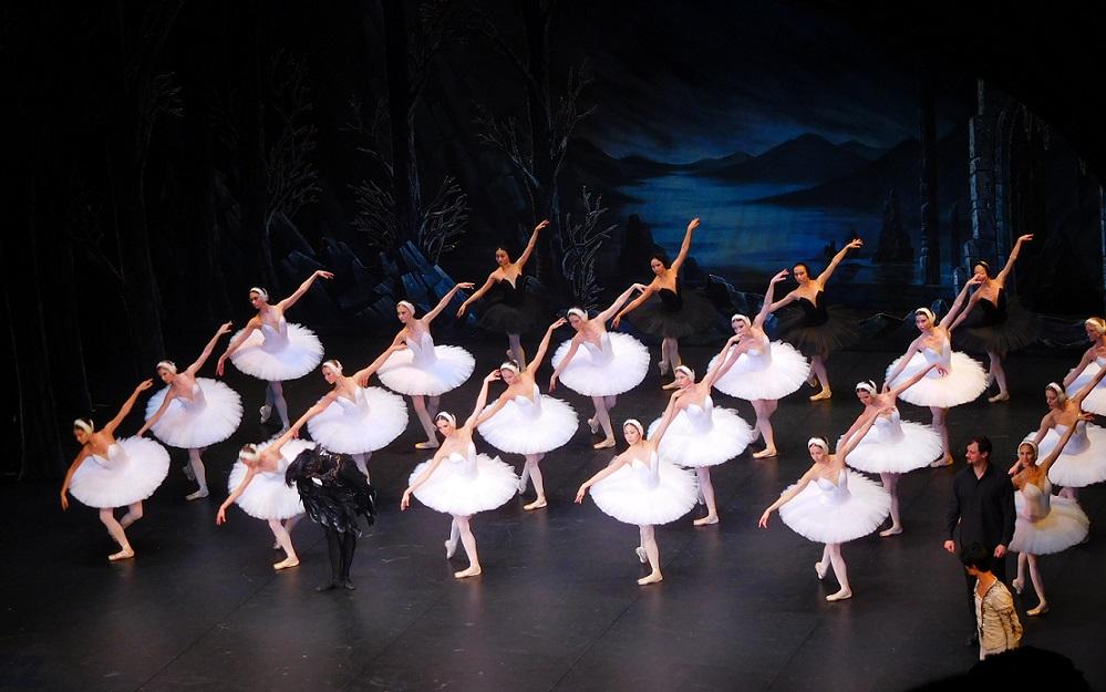 雖然劇票不便宜,到聖彼得堡千萬不要錯過看一場芭蕾舞喔~