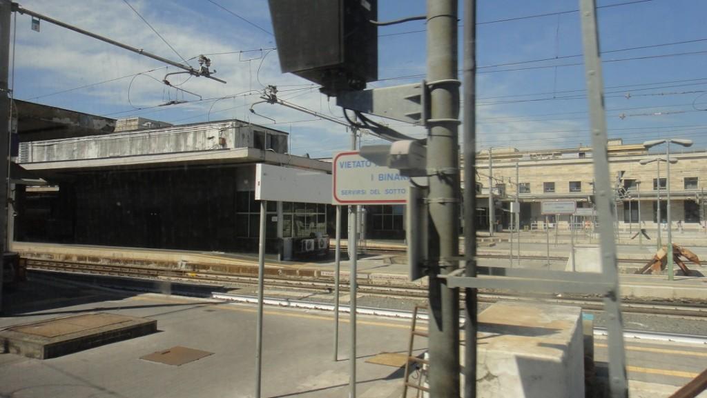 Roma termini 火車站雖然很大,但是外貌相當的平凡 (義大利的火車站都是這樣)