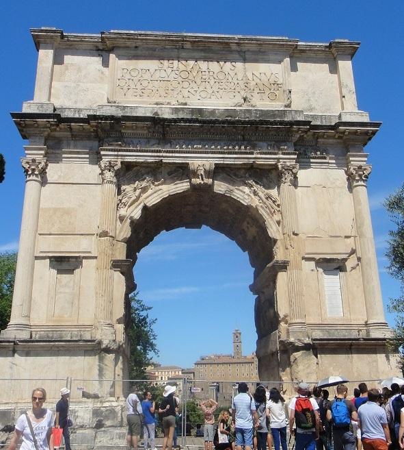 """古羅馬市集裡有世界上第一個凱旋門 (所以說法國的凱旋門是 """"模仿"""" 的喔 ^^)"""