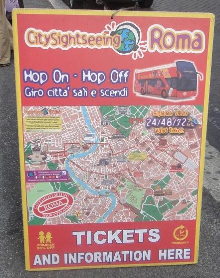 羅馬有很多觀光巴士,不同家的路線大同小異,價格也差不多 (想要搭的朋友,在 Roma termini 車站正對面,就有可以買票搭車的地方)