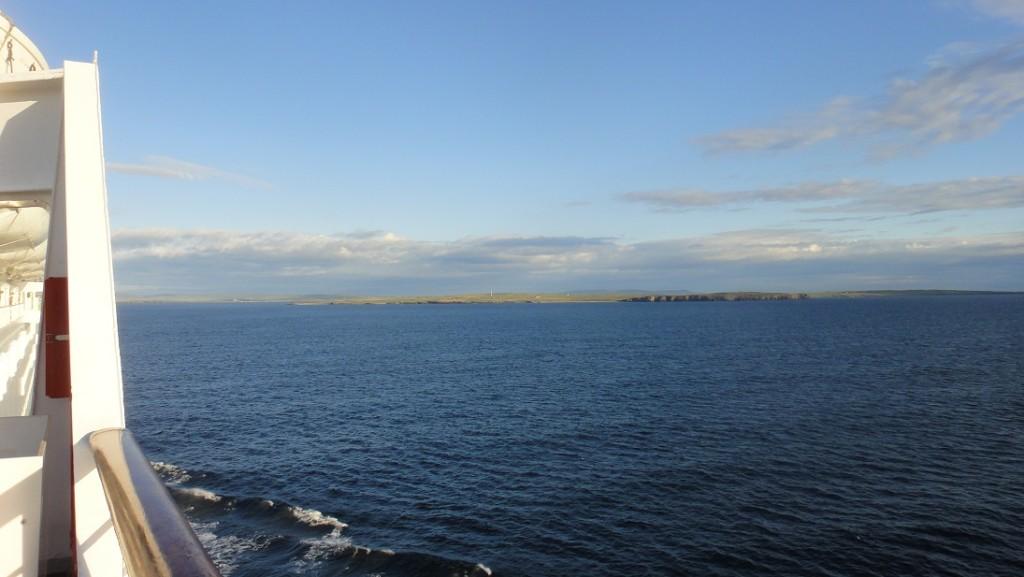 進入 Orkney 群島區之後,經常可以看到很平坦的陸地