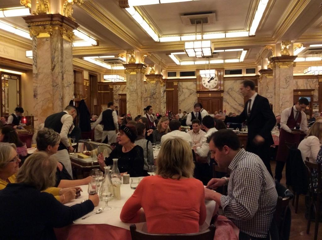 中午時間用餐人就很多了,晚上更需要預先訂位