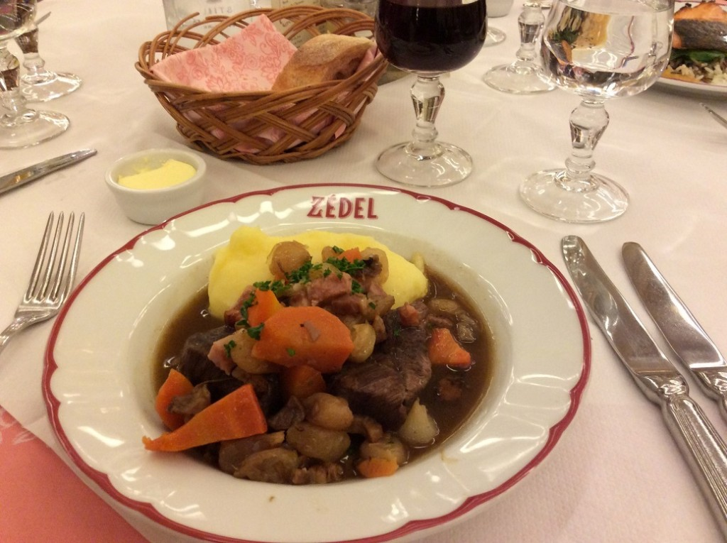 來 Zedel 吃正統的紅酒燉牛肉吧~