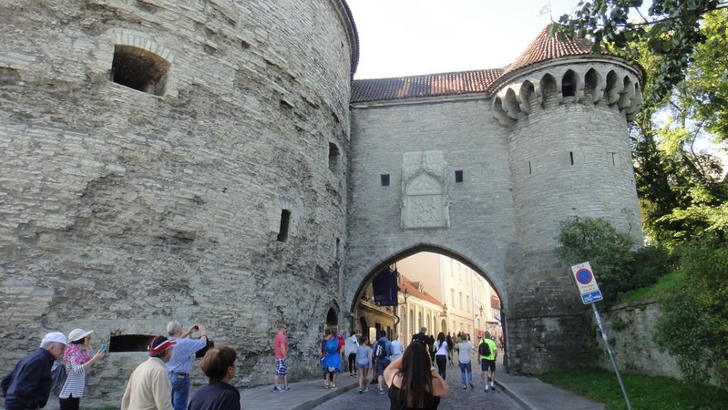 通過古城門,好似又穿越了數百年.........