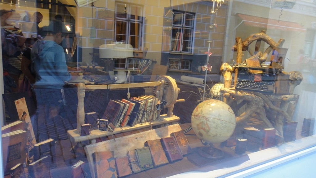 遇見一家古色古香的店,走進去看看吧~