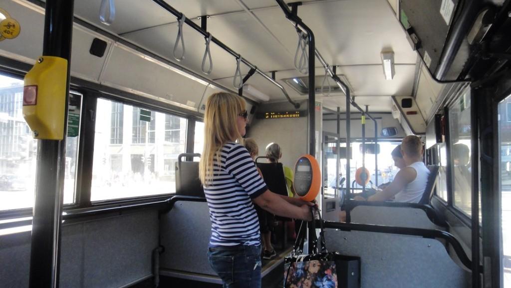塔林公車內部就跟一般公車一樣,有電子螢幕會顯示下一站的名稱