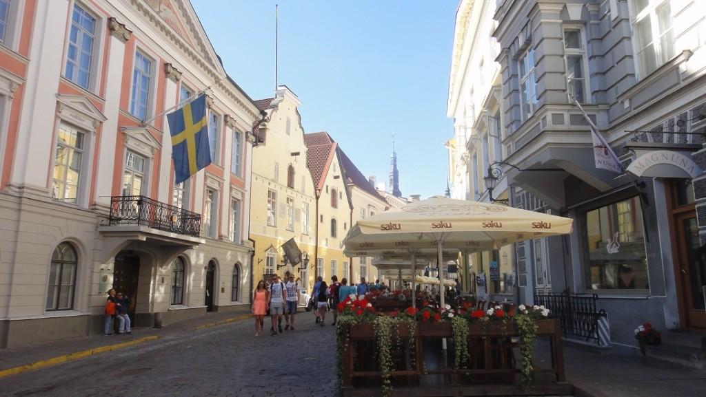 在歐洲街頭怎麼能夠沒有露天咖啡館呢 ^^