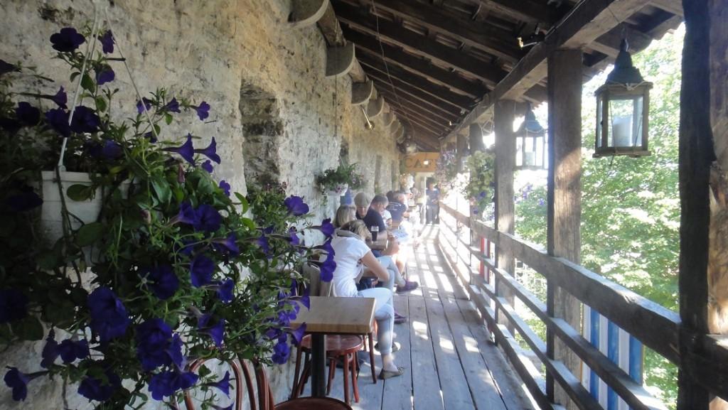 """在博物館的""""城牆上"""" 來杯浪漫的咖啡~"""