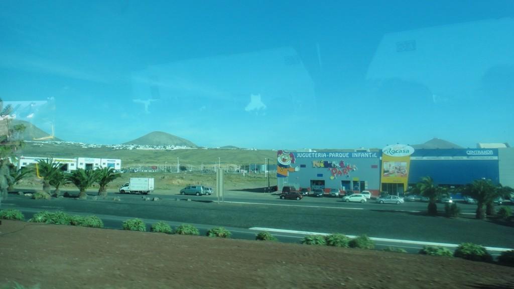 以前從來沒到過一個地方,有這麼密集的火山,你看遠方一個一個凸起來的,都是火山口喔~