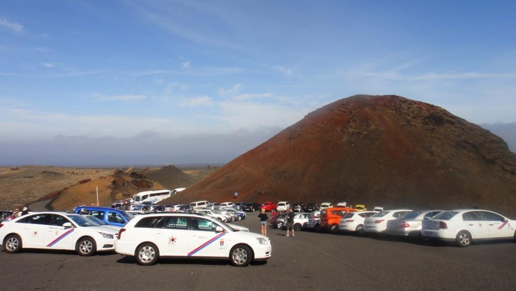 遊客中心就設在一個火山口上,旁邊還有另一個火山口 ^^