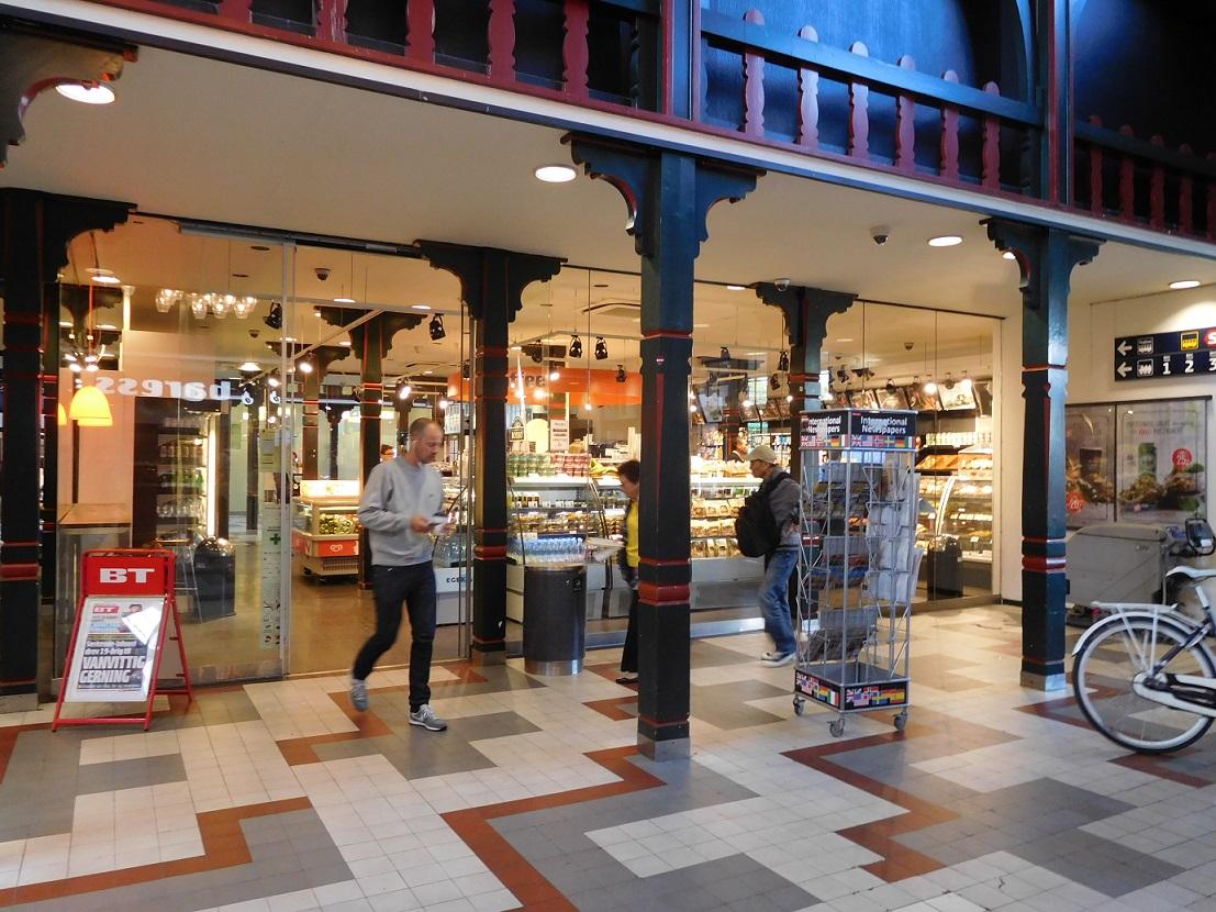 Osterport 車站裡面的超市還肩負賣火車票的功能呢~