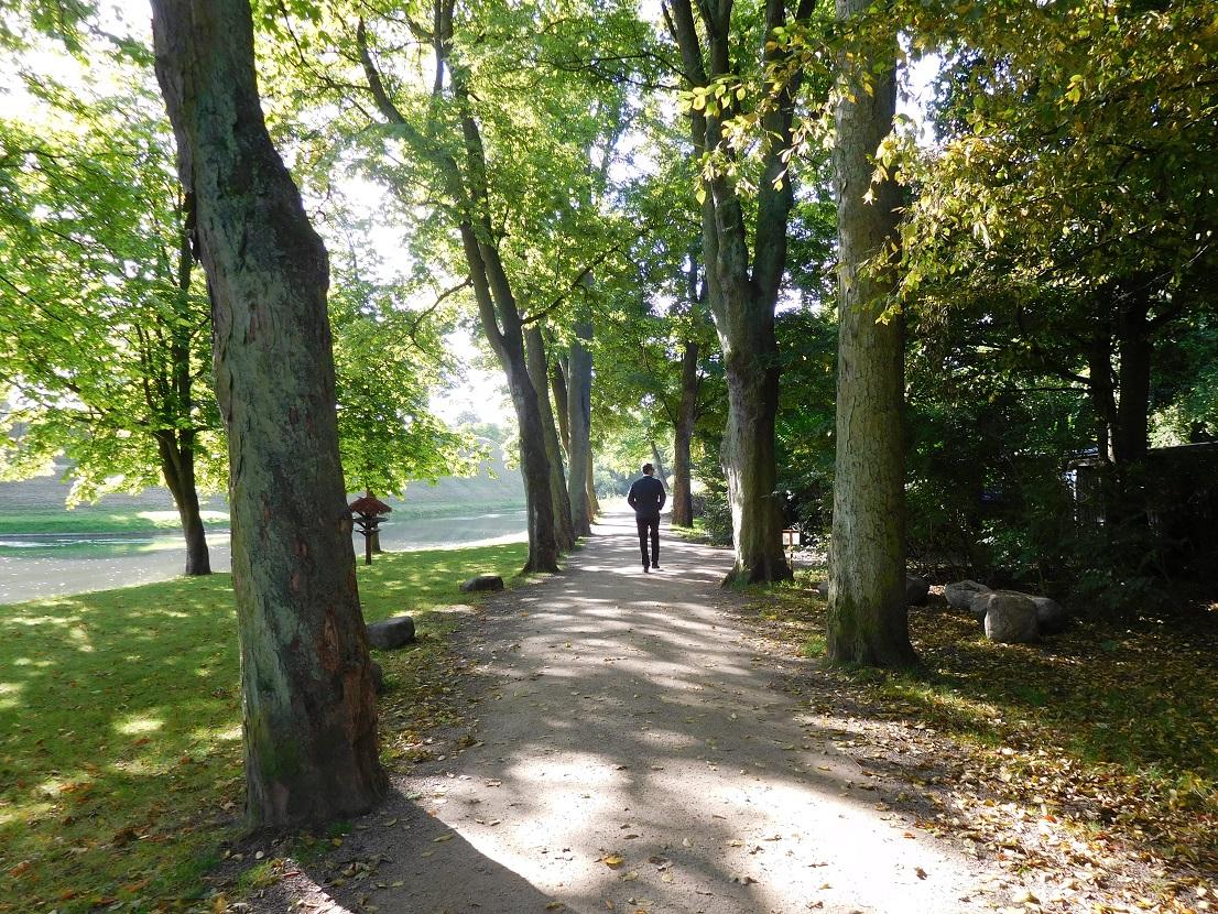 在這樣迷人的公園裡漫步,真是人生一大享受 (好希望住在旁邊啊 .......... 不過,冬天的時候,小奈還是想住在熱一點的地方啦~)