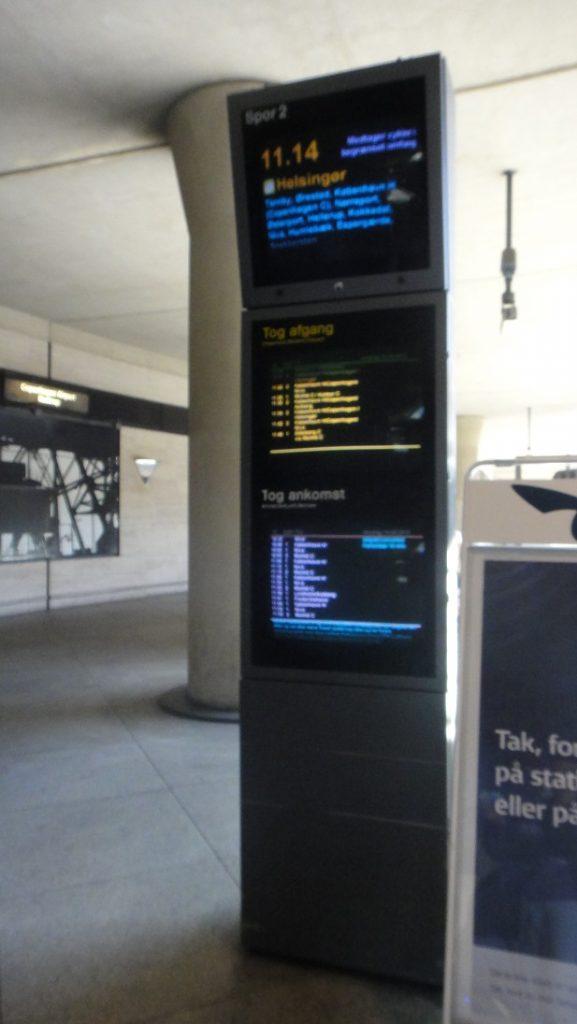 哥本哈根火車站顯示列車資訊的電子螢幕